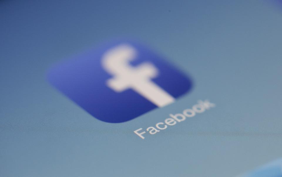 Come cancellare il numero di telefono da Facebook